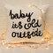 Bébé c'est froid à l'extérieur du coussin de jeter