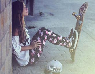 pants cute beautiful skateboard girl summer shirt vans shoes hat leggings floral pants floral skinny jeans t-shirt