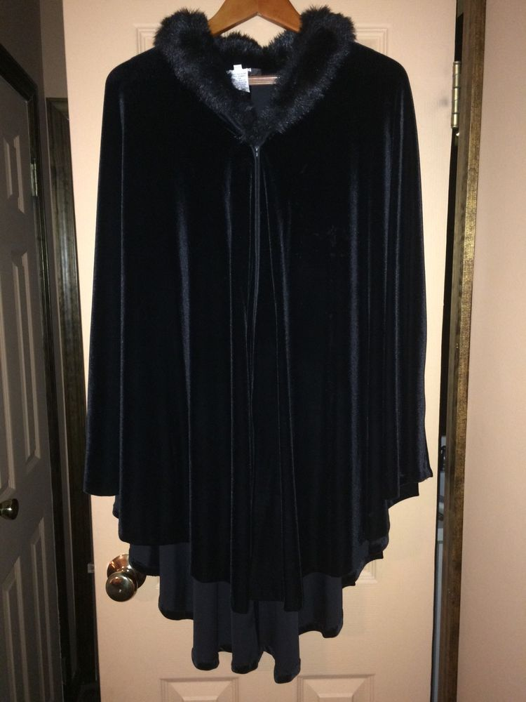 Alex evenings black velvet cape with fur collar