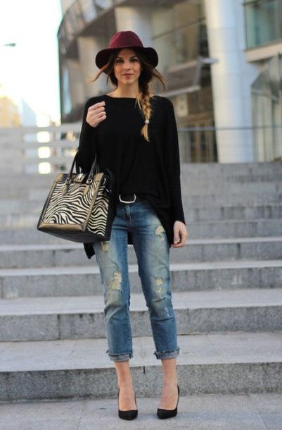 jeans burgundy hat black shirt black belt boyfriend jeans black stilettos blouse