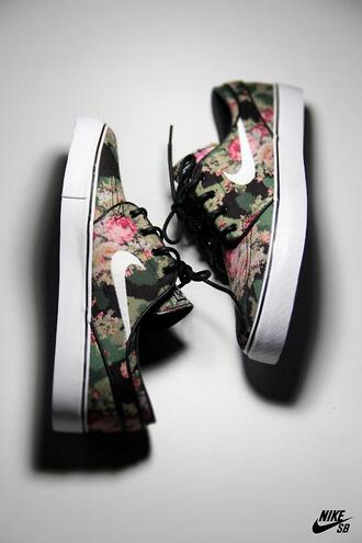 nike nike sneakers roses floral shoes floral camouflage army green khaki trendy fashion green sneakers floral sneakers low top sneakers shoes rose vert pink green green shoes pink shoes military style