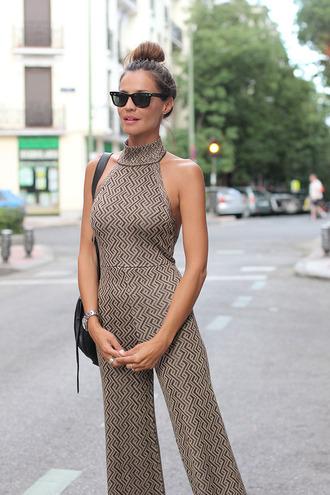 lady addict blogger jumpsuit sunglasses print 70s style