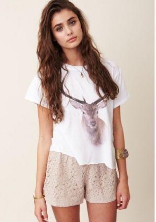 White daydream hunt box short sleeve t shirt