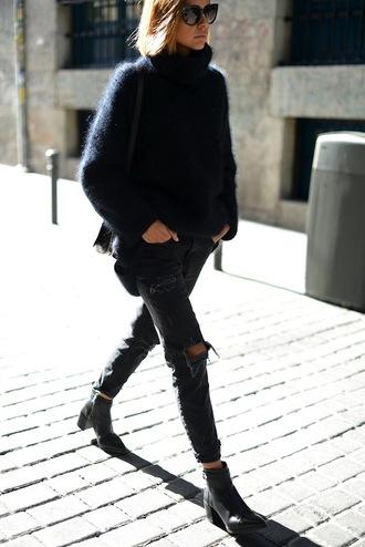 le fashion blogger sweater jeans shoes sunglasses monochrome outfit