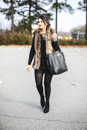 life & messy hair blogger jacket dress tights shoes bag faux fur vest vest sweater dress winter outfits tote bag ankle boots beige fur vest