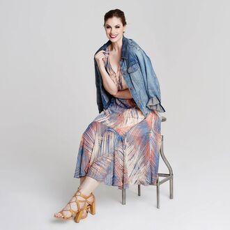 dress chloe marshall model curvy plus size floral maxi dress maxi dress denim jacket denim jacket blue jacket high heel sandals sandals