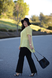 girl with curves,blogger,yellow top,curvy,plus size pants,black pants,black bag