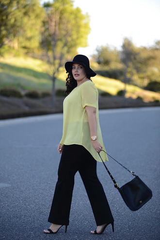 girl with curves blogger yellow top curvy plus size pants black pants black bag