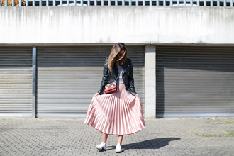 clochet blogger jacket t-shirt skirt bag pleated skirt pink skirt sneakers crossbody bag striped top black leather jacket spring outfits