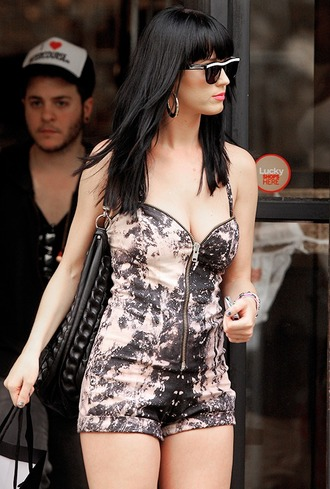 romper katy perry tie dye bag shoulder bag black bag sunglasses cat eye black sunglasses hairstyles celebrity style celebrity