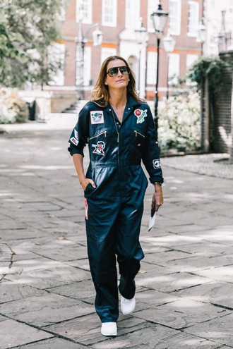 jumpsuit overalls black jumpsuit sneakers sunglasses long sleeves white sneakers aviator sunglasses