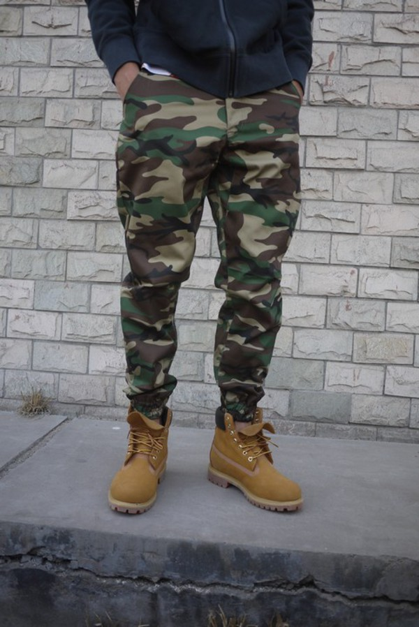 Men Camo Joggers Men camo joggers has drawstring in the waist and also elastic around ankles at the bottom of the pants. Two pockets on each side and two pockets in the back.