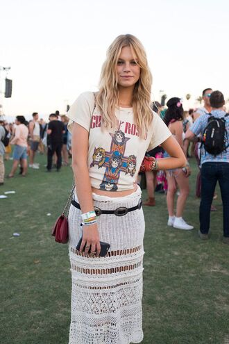 skirt festival coachella coachella outfit crochet midi skirt white skirt belt t-shirt white t-shirt logo tee graphic tee bag mini bag red bag music festival