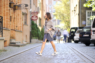 shiny sil blogger skirt sweater shoes bag