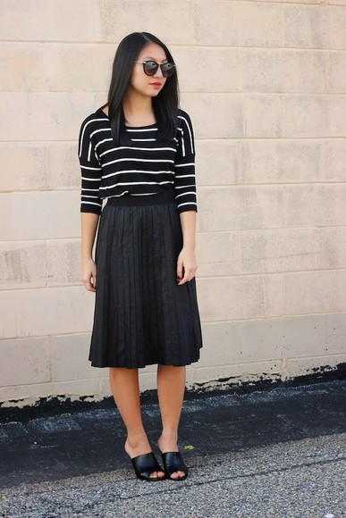 stripes blogger t-shirt sunglasses looks by lau pleated skirt