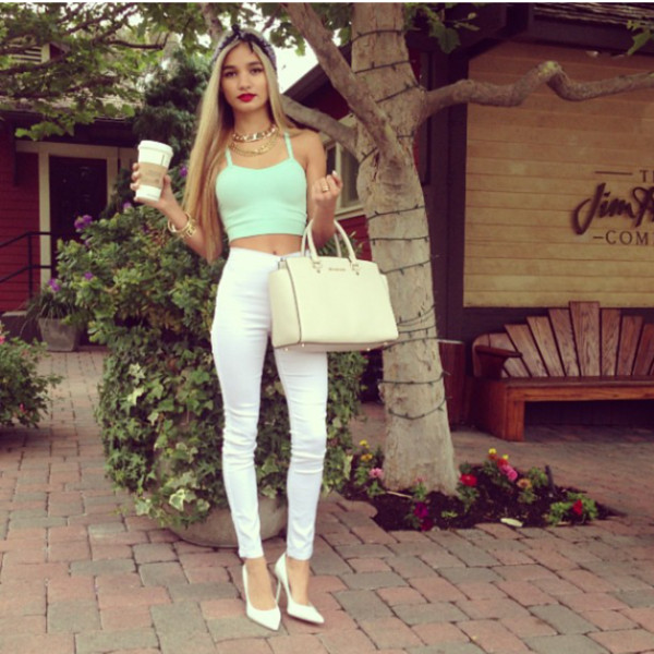 jeans shirt t-shirt t-shirt pants high waisted jeans high waisted jeans white mint bag shoes cute high heels pia mia perez pia mia perez jewelry jewels tank top jeggings leggings sports bra green white jeans purse starbucks coffee headband necklace heels