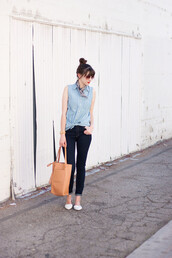 jeans and a teacup,blogger,shirt,jeans,bag,jewels,make-up,denim shirt,sleeveless top,sleeveless,sleeveless shirt,blue shirt,brown bag,tote bag,blue jeans,skinny jeans,flats,pointed flats,white flats