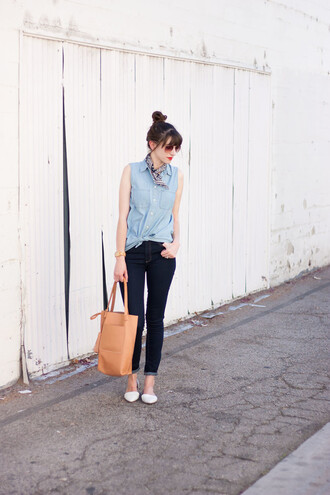 jeans and a teacup blogger shirt jeans bag jewels make-up denim shirt sleeveless top sleeveless sleeveless shirt blue shirt brown bag tote bag blue jeans skinny jeans flats pointed flats white flats