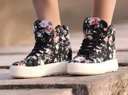 Envío gratis de zapatos de mujer 2013 primavera caliente  la venta floralimprimir los zapatos de lona negro
