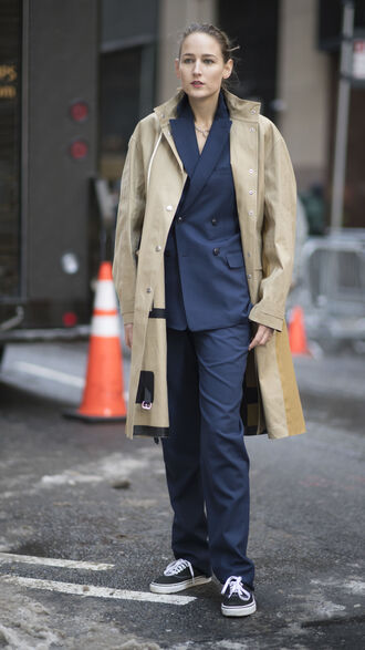 coat nyfw 2017 fashion week 2017 fashion week streetstyle trench coat camel camel coat blazer blue blazer pants blue pants navy two piece pantsuits power suit sneakers black sneakers vans