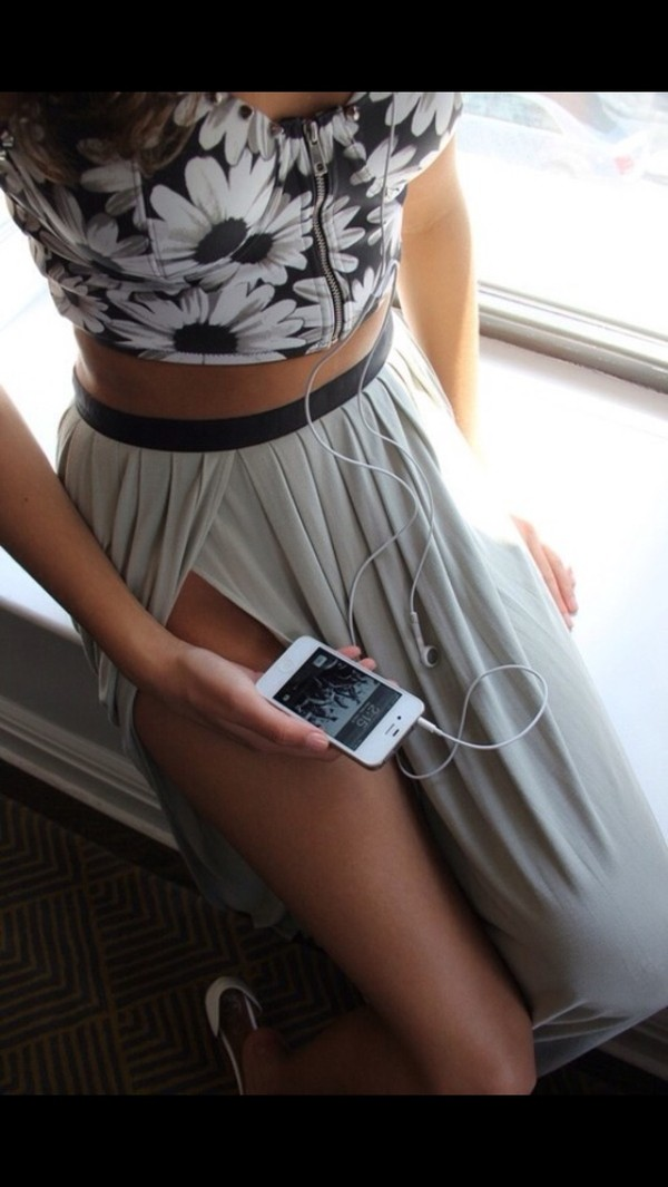 skirt shirt tank top short black flowers zip crop tops long flowly grey double split skirt double slit skirt maxi skirt grey skirt crop tops crop tops slit skirt crop tops zip floral floral top black and white black top white top summer outfits date outfit blouse