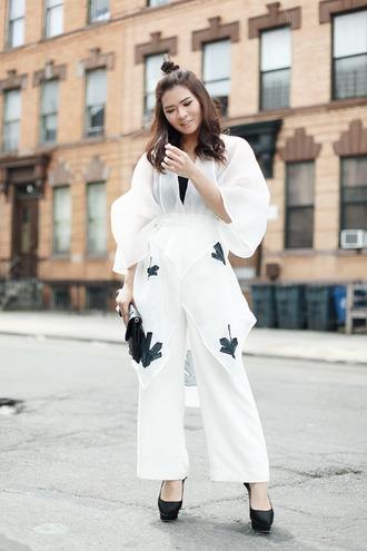 brown platform blogger top pants bag