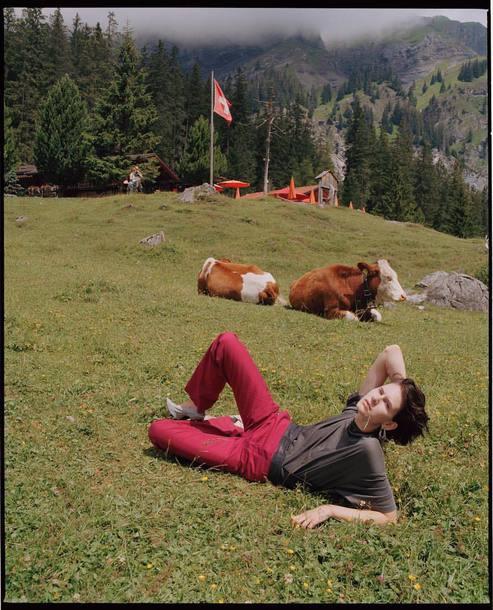 top brown top pants red pants