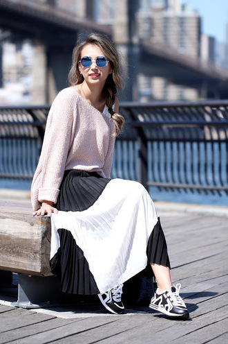 different cands blogger pleated skirt black and white skirt pink sweater