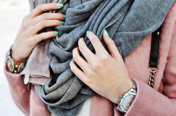 karina in fashionland coat sweater jeans shoes bag jewels