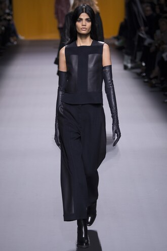 top pants fashion week 2016 paris fashion week 2016 runway model all black everything gloves