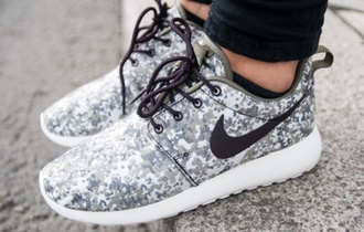 shoes nike black green grey lace nike roshe run run running shoes speckles print camouflage camoflage nike roshe run nike running shoes army pants military