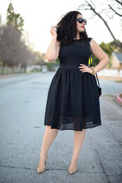 girl with curves,blogger,black dress,curvy,plus size dress,nude high heels,black midi dress,dress,midi dress,eyelet detail,eyelet dress,black sunglasses,black bag,shoulder bag,nude pumps,pumps,pointed toe pumps,high heel pumps,valentines day,date outfit,date dress