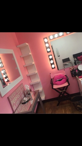make-up chair pink chair