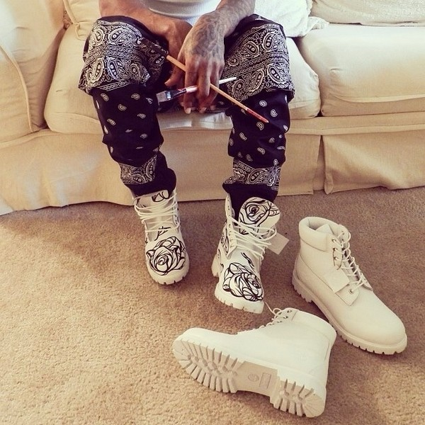 pants scarf swag shoes timberlands jeans bandana timberland boots shoes white bandana pants paints white timberlands white shoes flower boots