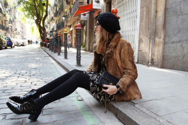 my daily style blogger dress beret black boots faux fur coat