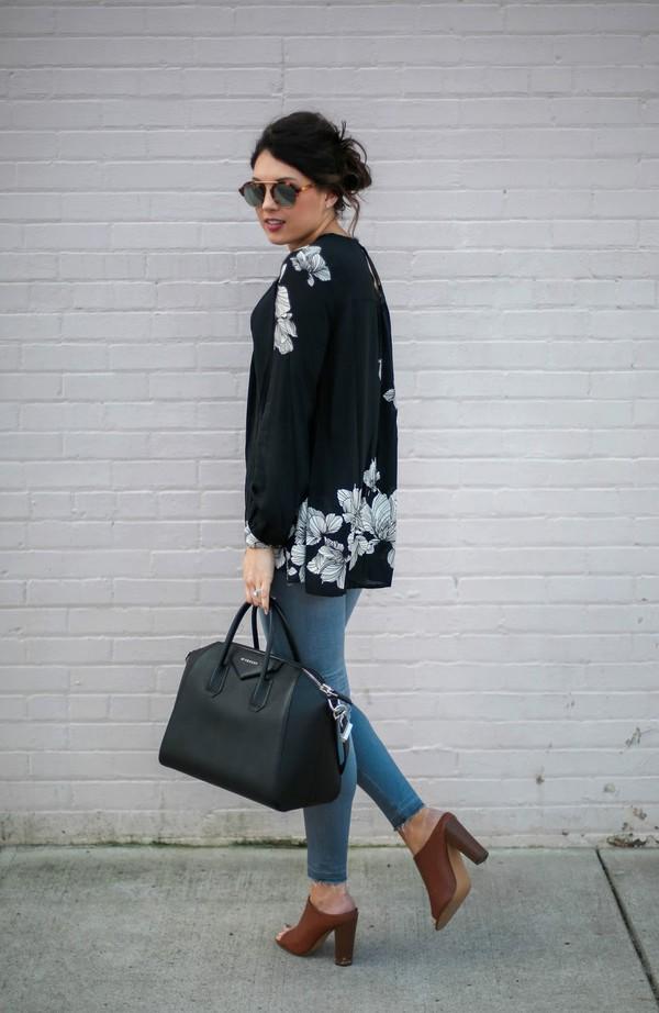 4e6f38372e9 life   messy hair blogger shoes bag jeans top sunglasses jewels.