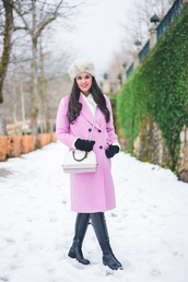 crimenes de la moda,blogger,coat,hat,sweater,gloves,jeans,shoes,bag,knitted gloves,pink coat,winter outfits,winter look,winter coat,fur hat,white bag,crossbody bag,boots,black boots