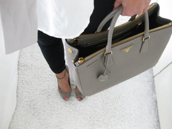 bag prada beige classy