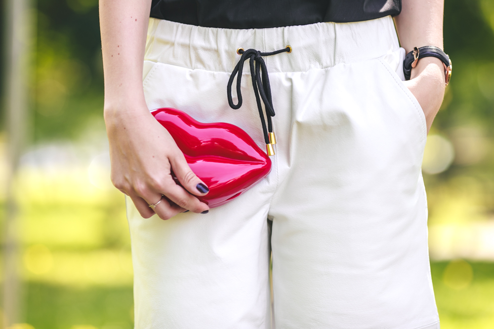 RED LIPS CLUTCH - THECABLOOK by Darya Kamalova