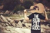 t-shirt,radio,black,white