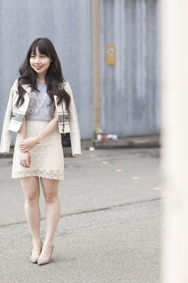 her waise voice blogger t-shirt skirt jacket jewels shoes