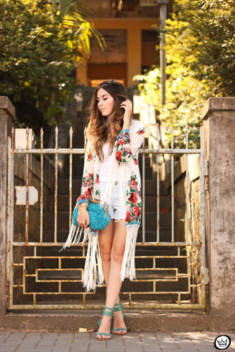 blogger boho fringes turquoise jewels kimono summer outfits shorts fashion coolture pouch sandals