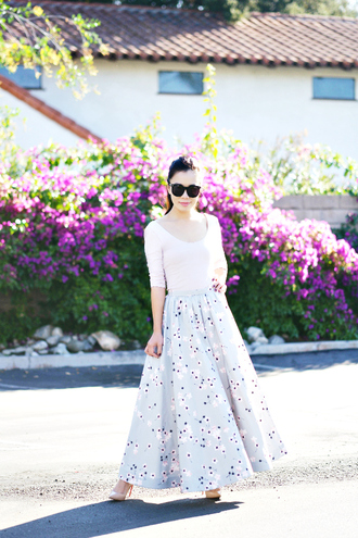 hallie daily blogger sunglasses flowy floral skirt retro white top