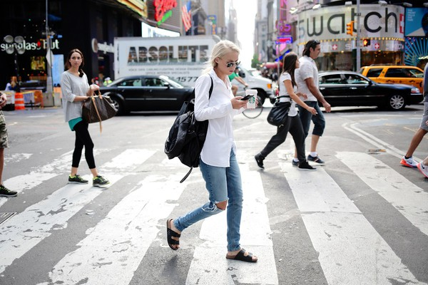 victoria tornegren blogger jeans bag sunglasses shoes shirt