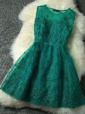 dress winterball emerald green prom dress knee length dress green dress helpmetofindit heeeeeeeeeeelp lace dress