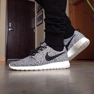 shoes menswear black white running nike nike running shoes nike shoes nike roshe run roshes roshe runs mens shoes running shoes nike roshe runs white pants