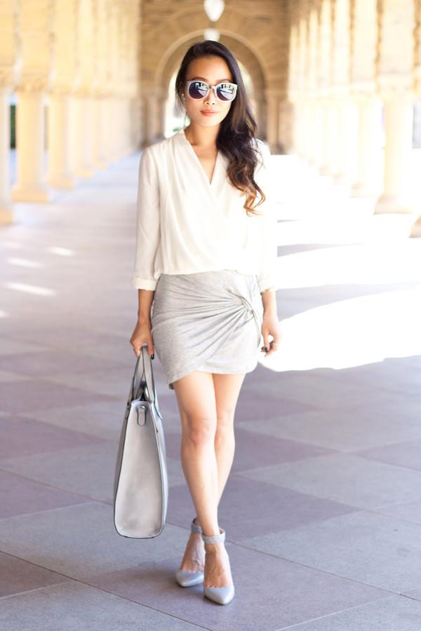 it's not her it's me blogger blouse bag sunglasses