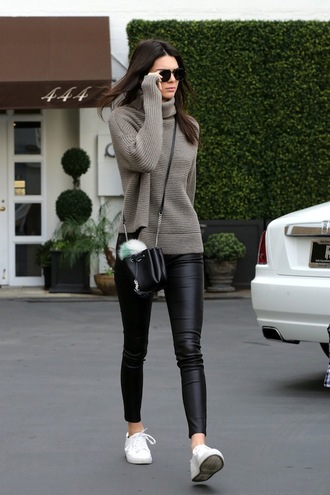 le fashion image blogger sunglasses bag leggings kendall jenner black bag grey sweater white sneakers