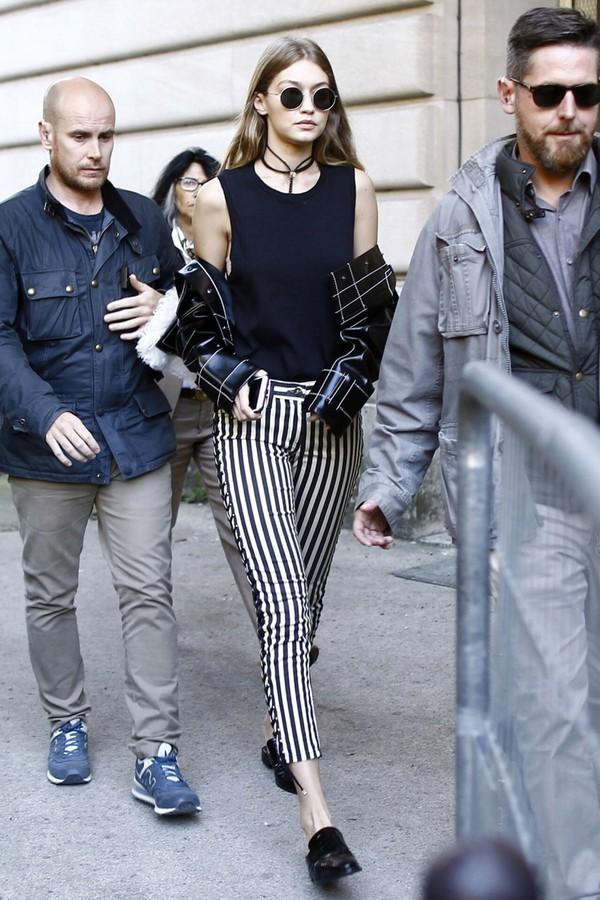 pants top flats streetstyle gigi hadid paris fashion week 2016 model off-duty striped pants