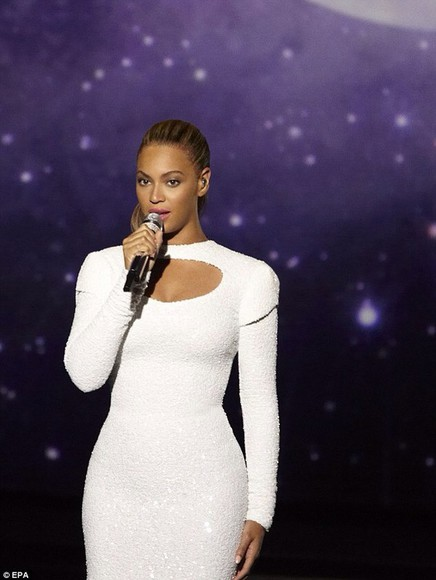 long sleeved white dress key hole cut out high neck beyoncé